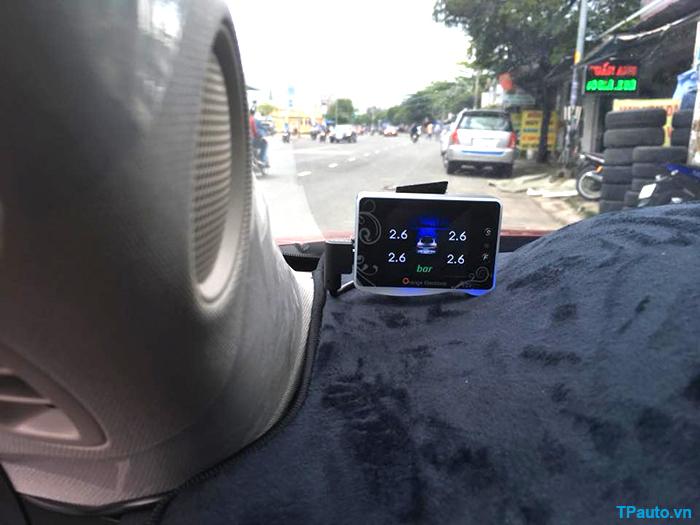 Lắp đặt cảm biến áp suất lốp trên xe Mazda CX-5